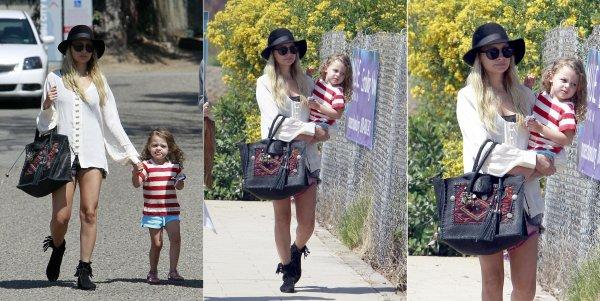 Nicole et la belle Harlow ont étaient aperçues à la foire de Malibu  |   03 septembre