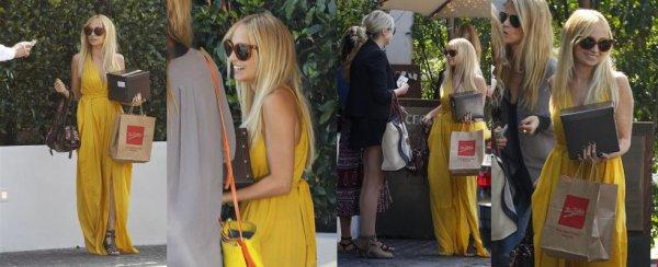 C'est le jour de son 30e anniversaire que Nicole a déjeunais avec ses amies Masha Gordon, Kelly Sawyer et Simone Harouche dans le restaurent Cecconi's de West Hollywood  |   21 septembre