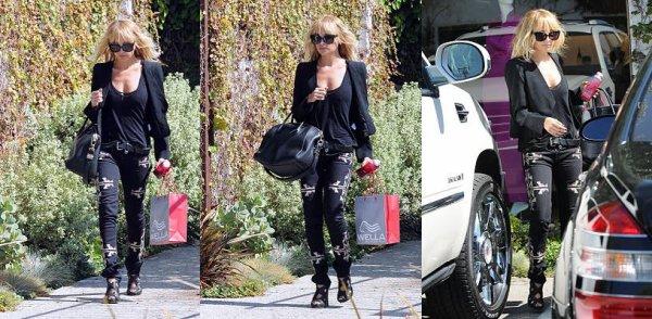Nicole sort de chez Andy Lecompte. J'aime beaucoup son jean Isabel Marrant  |   10 octobre