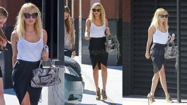 Nicole s'est rendue à un rendez-vous d'affaires dans Beverly Hills puis est allée cherché Harlow à son cours de danse à Hollywood  |   12 octobre