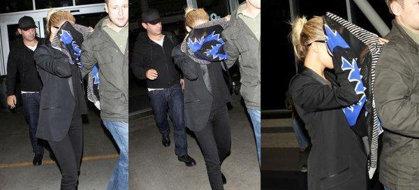 Nicole arrive à LAX, aéroport de Los Angeles. Elle rentre de New York |   15 octobre
