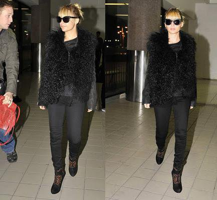 Nicole apperçue à l'aéroport de Los Angeles en direction de New York où se tienne les ACE awards  |   06 novembre