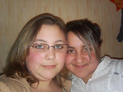 voici une photo de moi et ma soeur aurelie