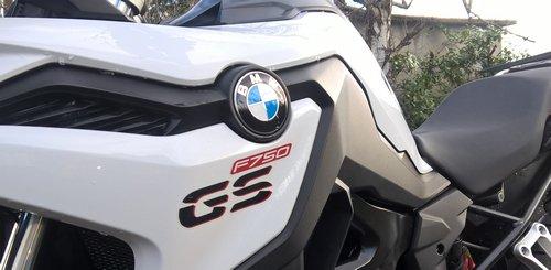 ......Blog cyclotourisme de janvier 2007 à avril 2015...... ......Puis blog moto, BMW F 650 CS Scarver, Moto Guzzi V7 III Stone................ ............Et maintenant retour chez BMW avec la F 750 GS.............