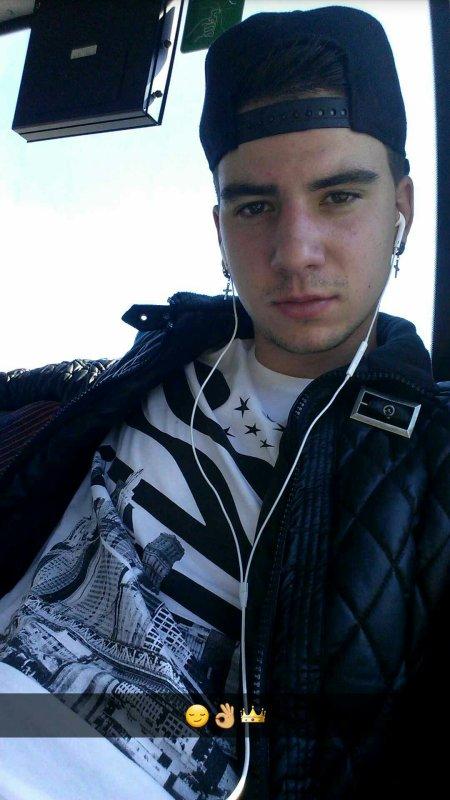 Raphael Baltolizzi  Age :19ans  ; Habite a : Herblay 95220 ; Origine : Italien de San't Ambrogrio di Torino ( Turin )