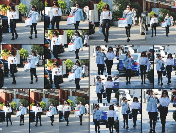 - 03.12.17 ─ Notre Ashley Tisdale est photographiée en pleine séance shopping avec Lea Michele dans Brentwood ![/s#00000ize]Les deux amies avait l'air très heureuse de se retrouver au vue de leur poste snapchat à chacune !! Une tenue très décontractée pour Ash, un petit top !  -