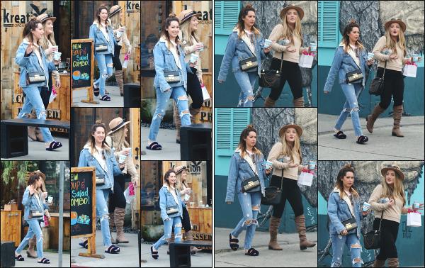 16.01.18 ─ Ash' Tisdale a été photographiée alors qu'elle venait d'acheter un café avec Shelley Buckner à Venice !Enfin une sortie de la sublime Ashley pour notre grand bonheur. Plutôt de bonne humeur à en croire les photos, elle avait le sourire au lèvre, c'est un top.