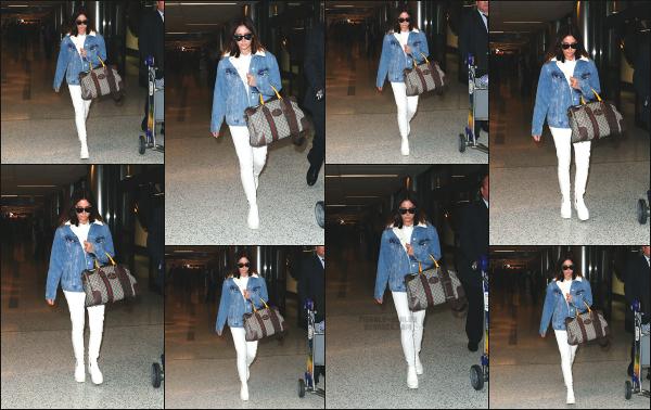 - 17.11.17 ─ Ashley Tisdale est photographiée alors qu'elle quittait l'aéroport « LAX » qui se situe dans Los Angeles[/s#00000ize]Après plusieurs jours sans nouvelle d'Ashley, nous la retrouvons de nouveau après un petit séjour hors de la californie. J'aime bien la tenue qu'elle porte !  -