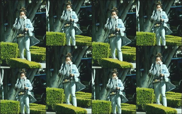 22.02.18 ─ Ashley Tisdale est aperçue en se dirigeant vers le salon de coiffure « 454 North » à West Hollywood ! Enfin une petite news d'Ash' après quelques jours, mais malheureusement peu de photos sont disponible. C'est un petit flop pour ma part, j'accroche pas.