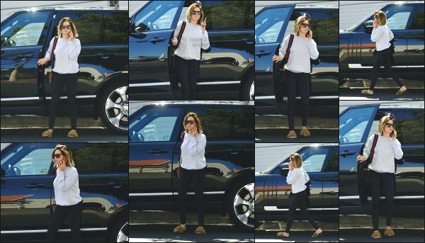 15.05.18 ─ Ashley T. est aperçue ce jour là alors qu'elle allait faire quelques courses dans les rues de Los Angeles Nous retrouvons notre jolie blonde avec une toute nouvelle coupe de cheveux! Ashley à opté pour du court, qui lui va plutôt bien je trouve! Un beau top !