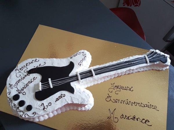 gâteau forme guitare
