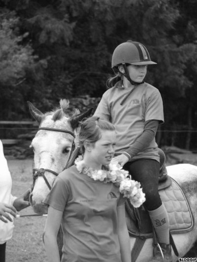 Jette ton coeur par dessu les obstacle ton cheval suivra .
