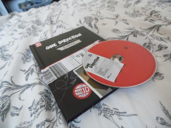 Je viens d'acheter le Yearbook :D ! Trop contente de l'avoir enfin <3 !