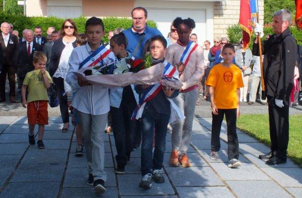 Défilé du 8 mai des enfants du conseil municipal