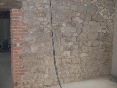 le mur en pierre apparente qui que nous soyons au fond de nous nous ne. Black Bedroom Furniture Sets. Home Design Ideas