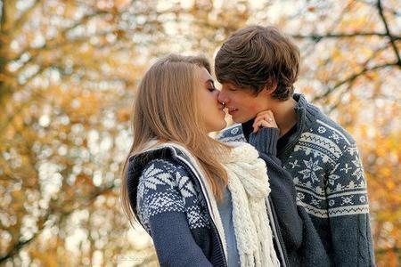 Et quand on a beaucoup de chance,il se produit quelque chose qui n'arrive qu'une fois sur des millions ; la personne qu'on aime nous aime aussi ...