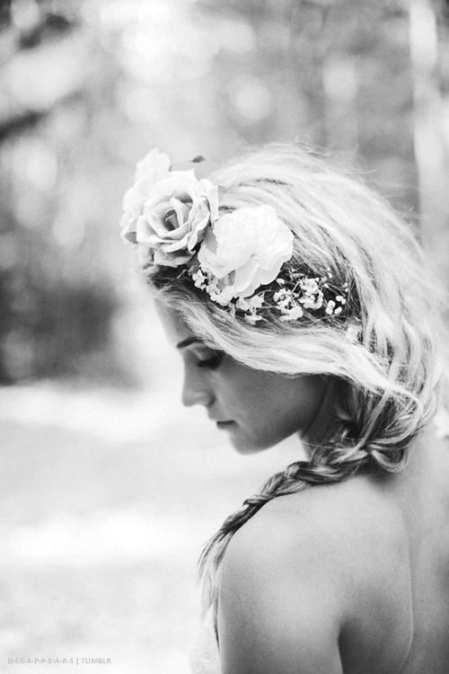 On parle d'amour quand on souffre; le manque, l'absence, l'attente, attisent la souffrance et on appelle ça de l'amour ...