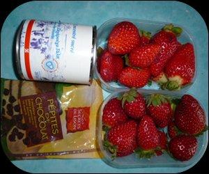 une soupe de fraises de aux pépites de chocolat pour demain la Saint-Valentin...