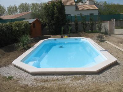 Ceinture b ton et margelles piscine coque alliance for Ceinture beton piscine coque