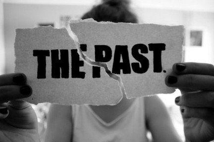 """""""L'oubli ne change pas le passé."""" -L'élite_Joelle Charbonneau"""