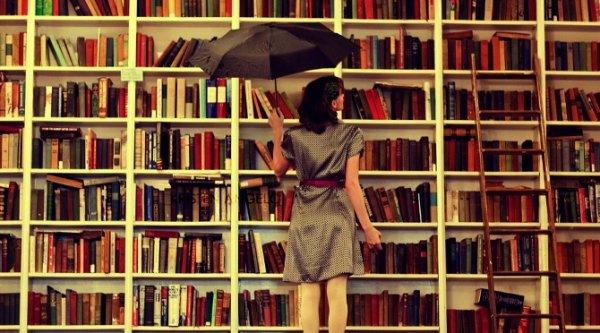 A quoi servent les livres s'ils ne ramènent pas vers la vie, s'ils ne parviennent pas à nous y faire boire avec plus d'avidité ?