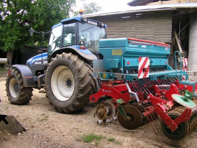 New Holland 8360 avec semoir Sulky
