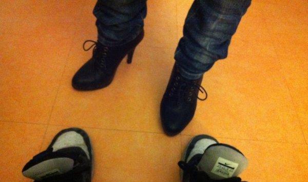 tu préfère quoi mes chaussures de fille ou de garçon?