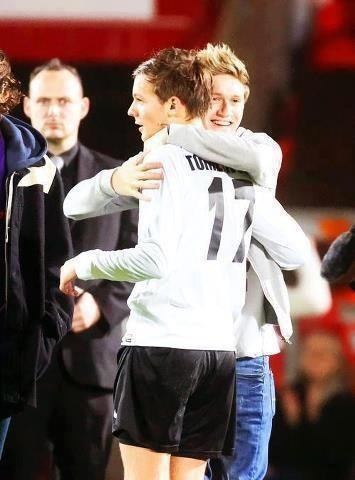 Foot ! Niall et Louis ! ^_^