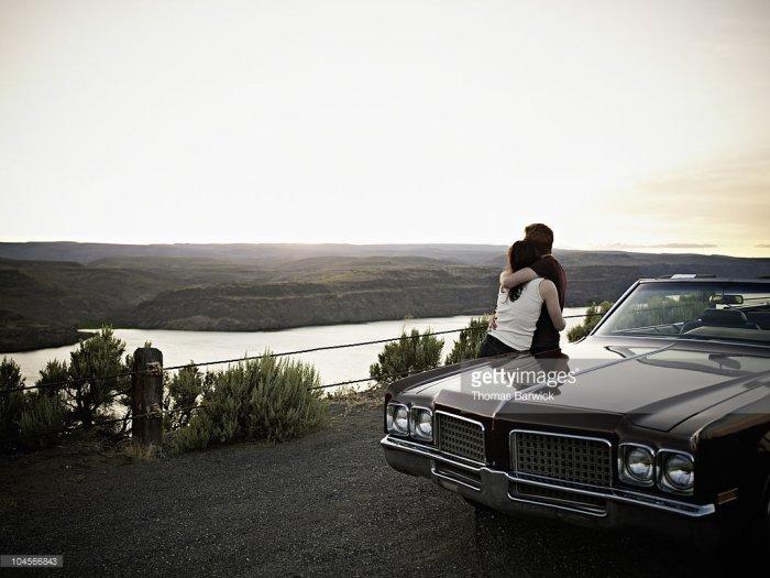 L'amour fait se rencontrer et se heurter deux plaisirs essentiels mais contraires: le plaisir de s'attacher et le plaisir d'être libre. [JACQUES SALOME]