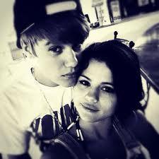 Justin Bieber jeté par Selena Gomez pour Rihanna ? Une pauvre rumeur fake !