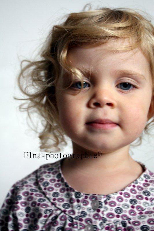 Différents portrait de ma fille a chaque photo une expression différente!