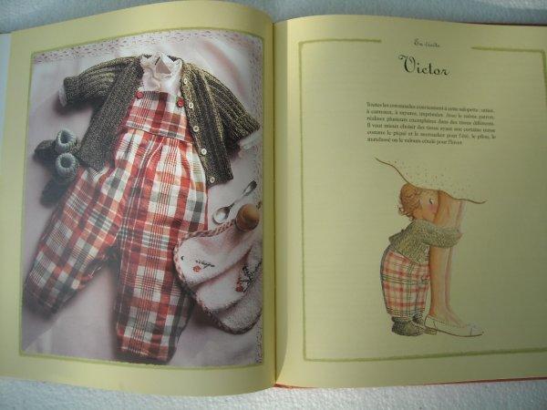 """Quelques pages du livre """"J'habille mon bébé"""""""
