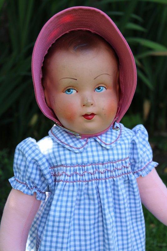 """Le bébé de """"Petite Maman""""s'habille"""