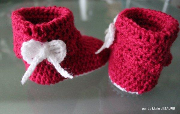 Bottes, bottillons, chaussons au crochet (3/6 mois) framboise et blanc