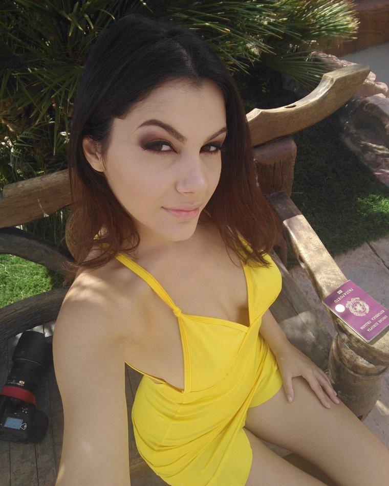 Petite robe jaune