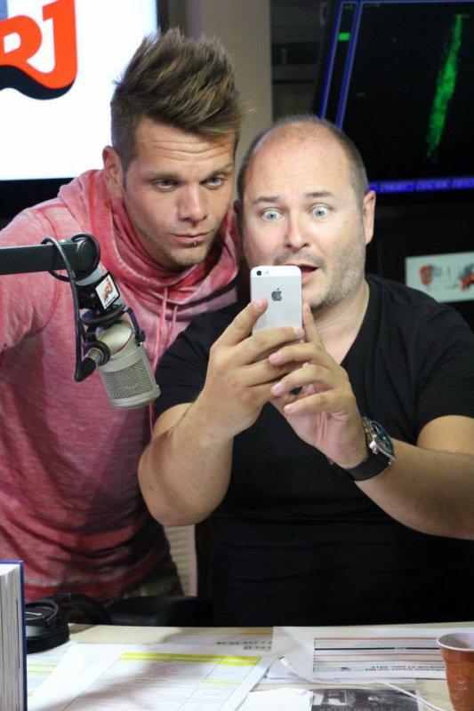 Keen'v à la radio NRJ avec Cauet et tout l'équipe de Cauet le 27/06/2014