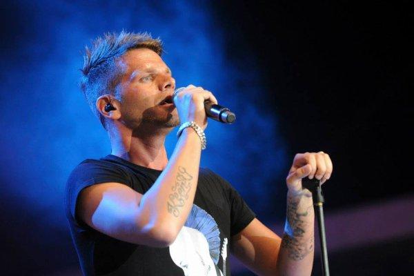 Keen'v au concert pour Tout le monde chante contre le cancer à Villefranche le 04/07/2014