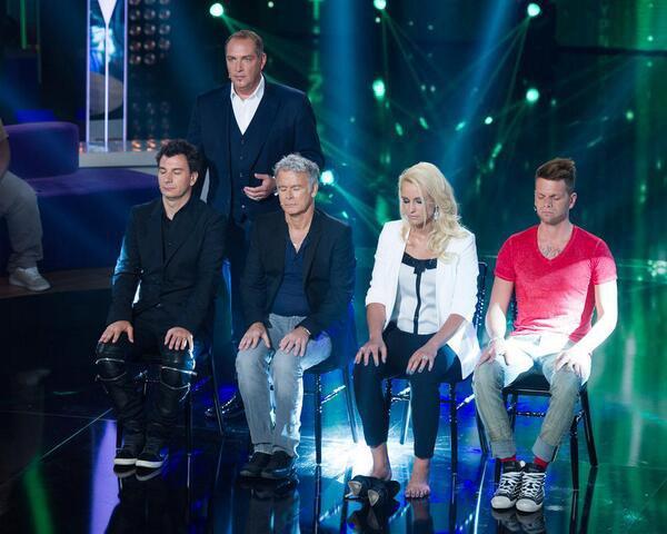 #EXCLU Une photo de Keen'v dans l'émission #StarsSousHypnose sur TF1 Le 11/07/2014 à 20h50