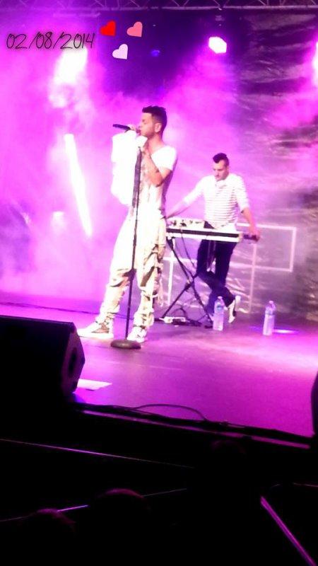 Keen'v Nawaach en showcase à Vailly sur Sauldre le 02/08/2014 ( Photo trouvé sur internet)