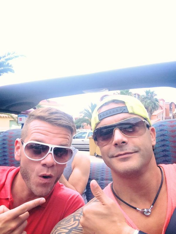 Keen'v avec le patron de la discothèque à la Villa de Gruissan le 01/08/2014
