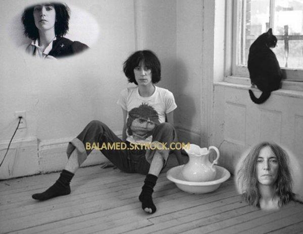 Patti Smith, Chanteuse est poète Portant un T-Shirt qui ressemble à Daniel Balavoine.