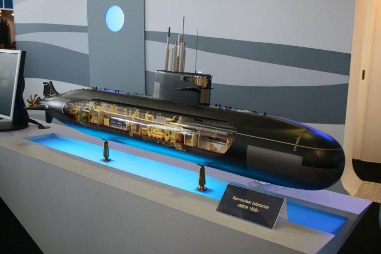 sous marin francais  et ses concurents en 2004