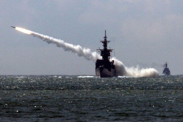 un missile percute un chalutier, 1 mort 3 bléssés