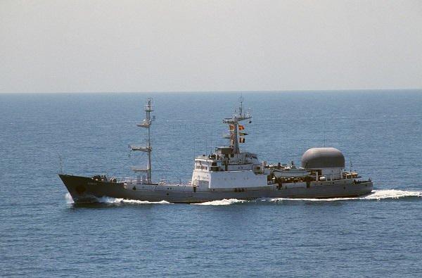 un navire militaire russe coule apres une colision