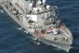 7 disparu apres la colision entre un destroyer et un porte contenaire