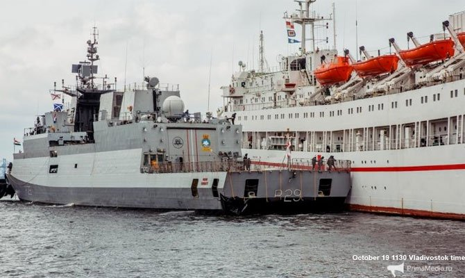 une corvette indiennes rentre en collision avec un navire hospital russe