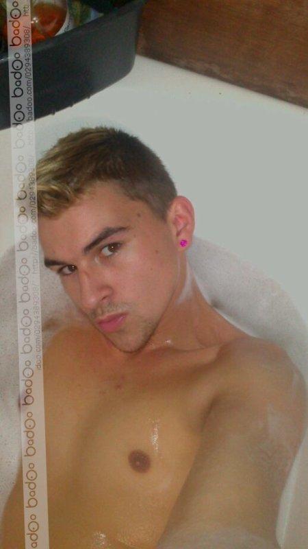 Oh je suis bien dans mon bain sexy