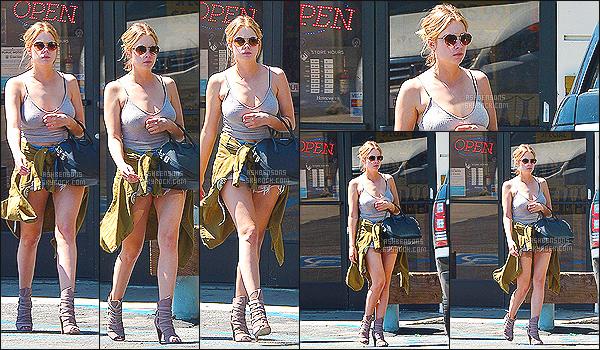 """"""" 26/03/15 : Ashley Benson à été photographiée se baladant seule dans les rues de Los Angeles - aux USA Côté tenue : Je n'aime pas du tout la tenue, je n'aime que le sac ! De plus, Ashley n'avait pas l'air contente ce jour-là.. Un sourire la prochaine fois ?    """""""