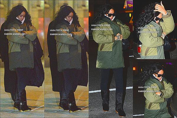 _ 05.01.2015 | La belle Rihanna a était aperçusà la sortie du restaurant «Da Silvano»à New York City. +_Les températures avoisinent les -10°.CommandéLes articles s'il vous plaît, enattendent les prochain new de Rihanna, quand pensez-vous. ?! _
