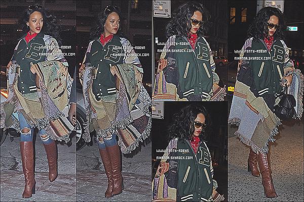 _ 09.01.2015 | Rihanna a été aperçue au « Roc Nation Sport: Throne Boxing » qui se déroulait à New-York. 09.01.2015 | Rihanna a été vue quittant son hôtel N-Y dans le but de se rendre au Madison Square Garden. 09.01.2015 |Rihanna une nouvelle foisa étaitphotographiéedans les rues «New-Yorkaises» hier soir. ! _